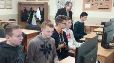 Микола Дронь з учнями-призерами