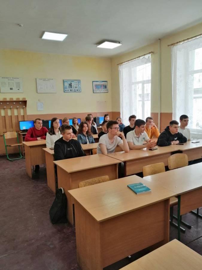 Учні у Міжгір'ї