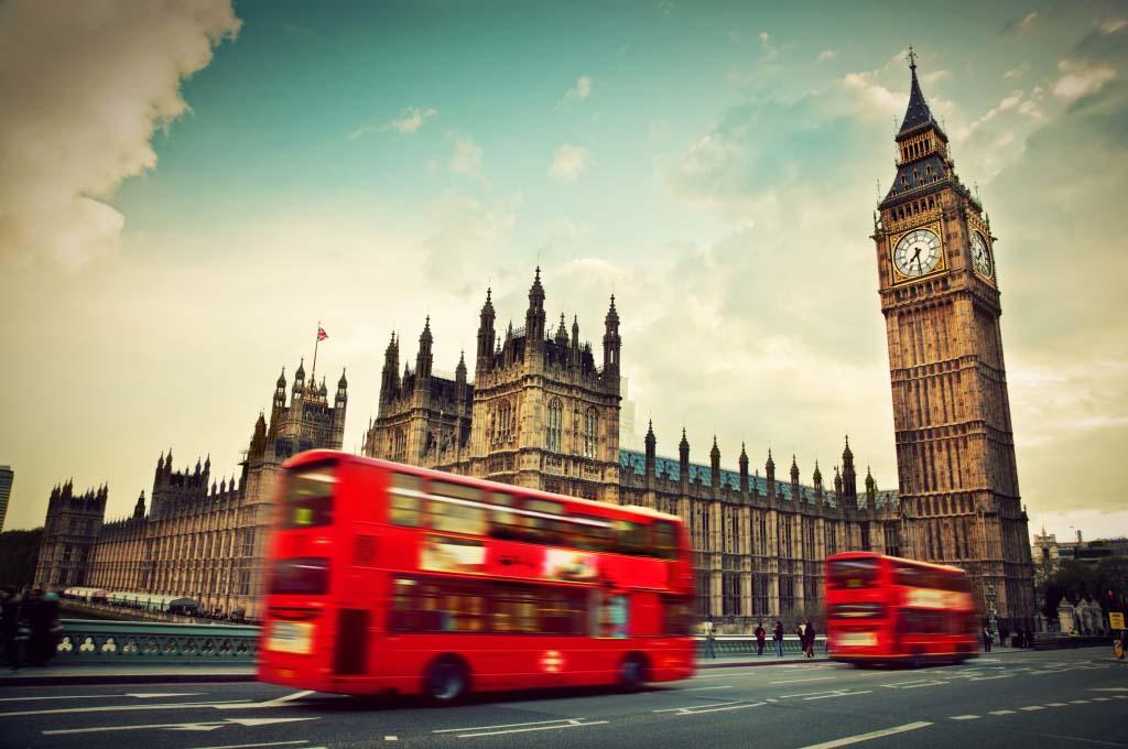 Британські студенти отримуватимуть стипендії в борг