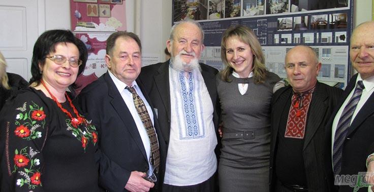 Микола Мушинка з колегами