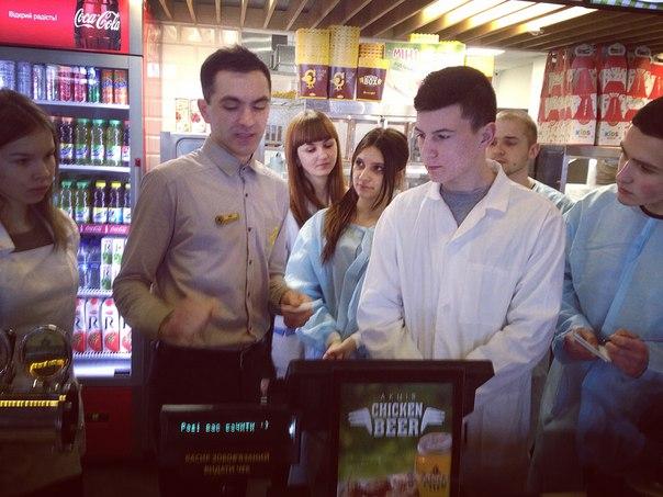 Студенти Ужгородського торговельно-економічного університету ознайомлюються з особливостями роботи ресторану