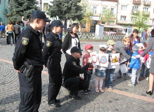 Дошкільнята зустрілися з поліцією