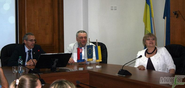 Депутат Європарламенту читає лекцію в УжНУ