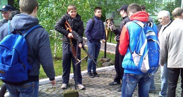 Мукачівські школярі вдосконалюють військову підготовку