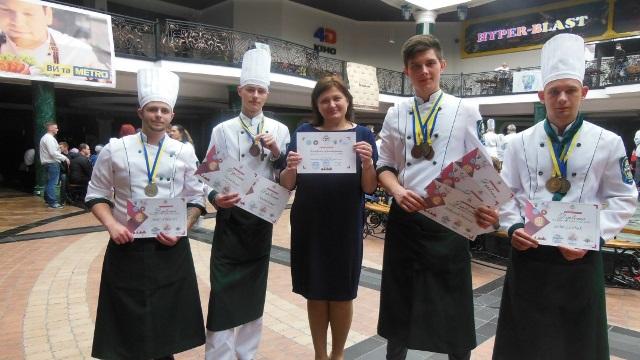 Команда кухарів з УТЕІ КНТЕУ разом із тренером