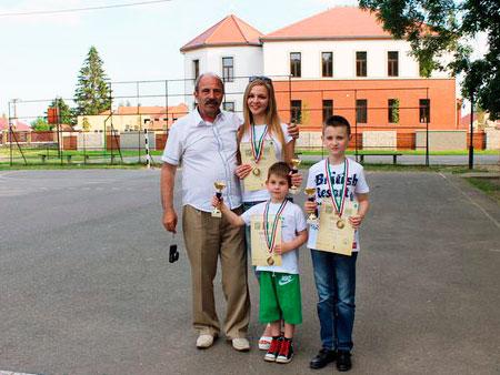 Юні шашкісти з Іршави разом із тренером