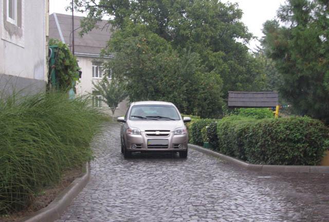 Автомобіль на території мукачівського дитсадка