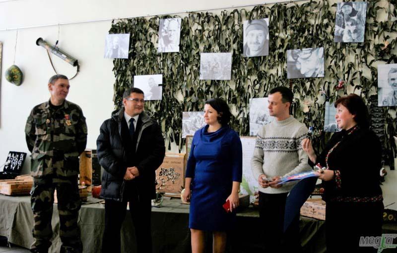 """Виставка """"Військово-польовий арт"""" в Ужгороді"""