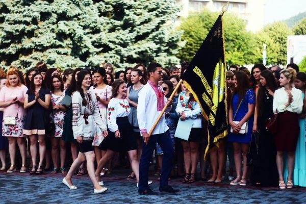 Випускникам Мукачівського державного університет вручили дипломи