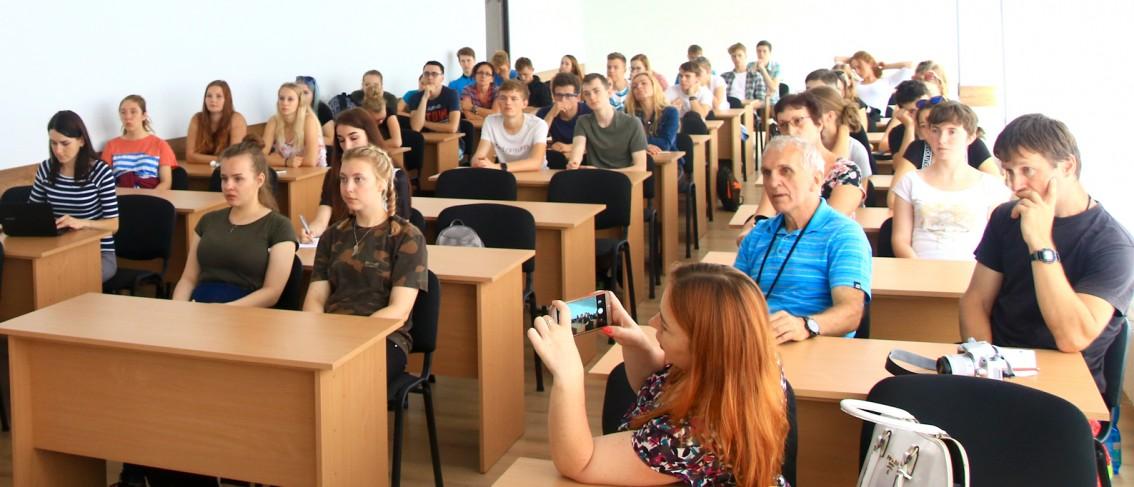 Чеські школярі під час лекції на філологічному факультеті УжНУ