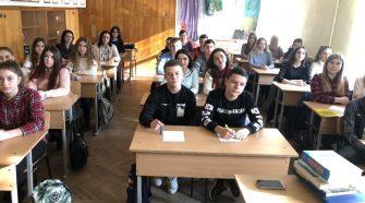 Студенти УТЕК КНТЕУ під час диктанту