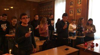 Студенти Ужгородського торговельно-економічного коледжу КНТЕУ вшановували пам'ять жертв Голодомору та запалили свічки пам'яті