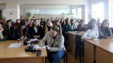 Студенти УжНУ під час круглого столу