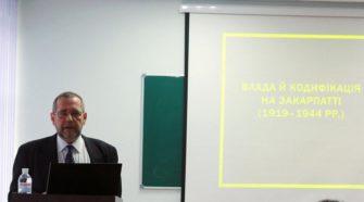 """Міхаель Мозер читає лекцію """"Влада й кодифікація на Закарпатті (1919 - 1944)"""