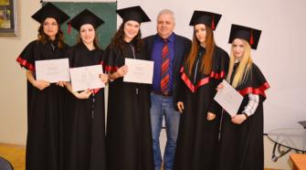 Ректор Іван Небесник із випускницями