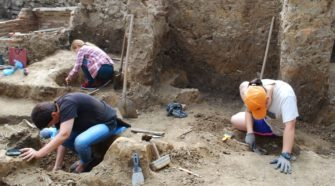 Студенти-археологи
