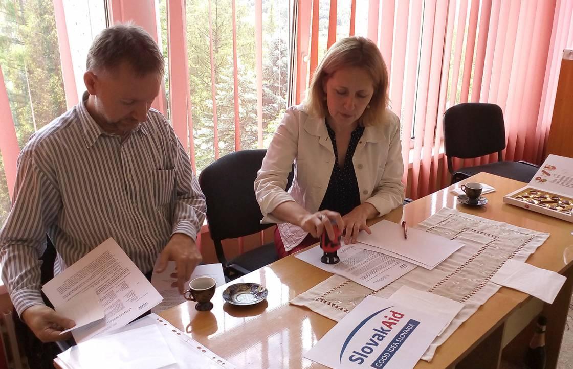 Договір підписують Даніел Цабан і Галина Шумицька